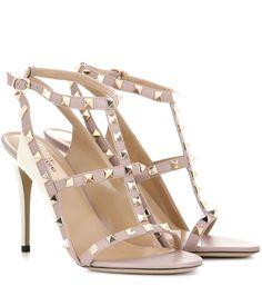 mytheresa.com - Valentino Garavani Sandalen Rockstud aus Lackleder - Luxury Fashion for Women / Designer clothing, shoes, bags