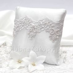 PODUSZKA na obrączki Brigitte White Dream #slub #wesele #sklepslubny #slubnezakupy #dekoracje Throw Pillows, Wedding, Fashion, Celebs, Valentines Day Weddings, Moda, Toss Pillows, Cushions, Fashion Styles