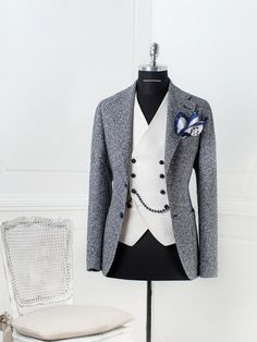 Another cool tagliatore suit. It's super cool and dapper as f. Color scheme is simple and it has the casual feel of country (birtish) gentlema Mens Fashion Suits, Mens Suits, Mode Costume, Elegant Man, African Men Fashion, Suit And Tie, Well Dressed Men, Wedding Suits, Dress Codes