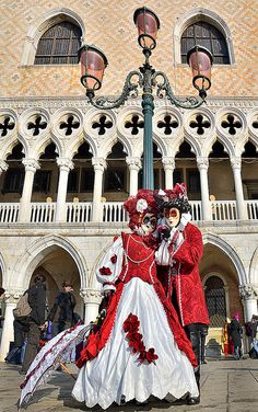 Carnival in Venice, ITALY. (by pedro lastra, via Flickr)