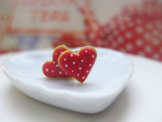 Valentine's Strawberry Polka dot Heart Cookies Stud Earrings _ Dollhouse Scale Miniature Food _ Polymer Clay _ Foodie Gift by MarisAlley on Etsy Cherry Frosting, Heart Cookies, Freshly Baked, Miniature Food, Tarts, Cookie Recipes, Polymer Clay, Scale, Strawberry