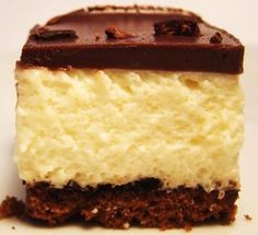 Black & White Dessert: sweetened condensed milk mousse and dark chocolate ganache White Desserts, Just Desserts, Delicious Desserts, Yummy Food, Sweet Recipes, Cake Recipes, Dessert Recipes, Flan, Panna Cotta