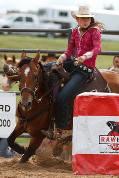 Focused on barrel racing Vintage Cowgirl, Cowboy And Cowgirl, Horse Saddles, Horse Tack, Reining Horses, Breyer Horses, Woman Riding Horse, Rodeo Events, Barrel Racing Horses