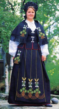 Ofotenbunad FolkCostume&Embroidery: Overview of Norwegian costume, part 4 The North Folk Fashion, Fashion Wear, Fashion Dresses, Womens Fashion, Traditional Fashion, Traditional Dresses, Folk Costume, Costumes, Costume Ideas