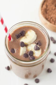 Chocolate Banana Smoothie 19 Smoothies To Jump Start Your New Years Resolutions Homemade Chocolate Chip Muffins, Chocolate Banana Smoothie, Nutritious Smoothies, Energy Smoothies, Healthy Drinks, Healthy Foods, Chocolate Covered Bananas, Frozen Chocolate, Chocolate Chocolate