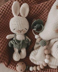 Crochet Bunny Pattern, Crochet Patterns Amigurumi, Diy Crochet, Crochet Toys, Cute Little Things, Amigurumi Toys, Cute Bunny, Crochet Animals, Stuffed Toys Patterns
