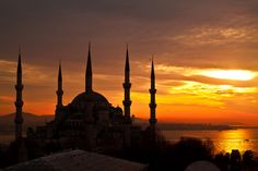 Istanbul - Bosforo Sunrise by David Butali