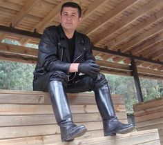 Leather Men, Leather Boots, Leather Jackets, Mens Heeled Boots, Cool Boots, Man Boots, Men In Heels, Wellies Boots, Engineer Boots