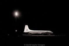 Britannia XM498 under western dispersal lighting | RAF Changi November 1962