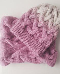 Vpletena kapa in šal Crochet Beanie, Knit Crochet, Crochet Hats, Baby Hats Knitting, Knitting Yarn, Sweater Hat, Crochet Needles, Warm Outfits, Knitting Accessories