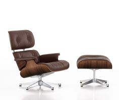 Brown full italian leather Eames Lounge & Ottoman reproduction with a gorgeous walnut plywood and swiveling polished base.