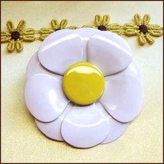 Daisy Flower Pin BIG POP ART Yellow White Brooch 1960s Vintage Jewelry   http://www.greatvintagejewelry.com/inc/sdetail/daisy-flower-pin-big-pop-art-yellow-white-brooch-1960s-vintage-jewelry/13807