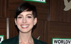 Red Carpet: Anne Hathaway Rocks A Chic, Slouchy Suit At Sundance Anne Hathaway Haircut, Green Suit, Androgynous, Film Festival, Red Carpet, Rocks, Hair Cuts, Suits, Chic