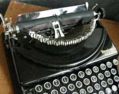 Superb vintage  Remington manual 1930s typewriter new ribbon and working well , ready to use,free world wide postage