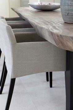 #eetkamerstoelen #rustieke tafel #boomstamtafel Kitchen Table Chairs, Dinning Chairs, Living Room Inspiration, Interior Inspiration, Old Wood Table, Dinner Room, Home Interior Design, Interior Stylist, Vintage Home Decor