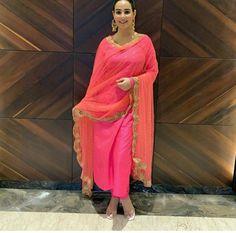 Punjabi Fashion, Pakistani Fashion Casual, Indian Fashion, Punjabi Wedding Suit, Punjabi Suits, Salwar Suits, Patiala Suit, Salwar Kameez, Indian Attire