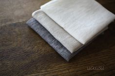 beautiful linen handkerchief from Nakagawa (Kisara) made with 100% linen fabric that was woven to be extra soft and comfortable felt on skin.