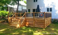 A classic red cedar deck we built in Pointe-Claire in the West-Island of Montreal. Patio Plan, Deck Plans, Front Deck, Back Deck, Deck Stairs, Deck Railings, Patio Deck Designs, Patio Design, Small Deck Designs