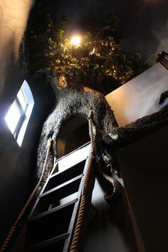 Monster Mud Tree for the Peter Pan Room.....so freakin cool, click to see the steps involved.