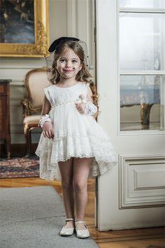 Βαπτιστικό φόρεμα Bambolino για κοριτσάκι, annassecret Model Poses Photography, Girls Dresses, Flower Girl Dresses, Wedding Dresses, Fashion, Dresses Of Girls, Bride Dresses, Moda, Bridal Gowns