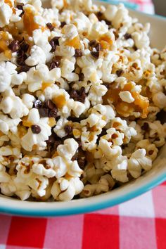 Cookie Dough Popcorn ~ Bake at 350 Popcorn Snacks, Gourmet Popcorn, Candy Popcorn, Pop Popcorn, Sweet Popcorn Recipes, Popcorn Toppings, Marshmallow Popcorn, Popcorn Seasoning, Popcorn Balls