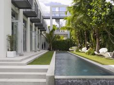 Pool and Garden at Biscayne bay Residence in Florida