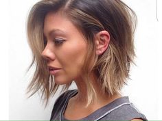Creative ideas regarding great looking women's hair. Your hair is certainly precisely what can certainly define you as an individual. To a lot of people it is important to have a great hair do. Hair Hair and beauty. 2015 Hairstyles, Short Hairstyles For Women, Messy Hairstyles, Layered Hairstyles, Hairstyle Ideas, Trendy Haircuts, Wedding Hairstyles, Hairstyle Short, Pixie Haircuts