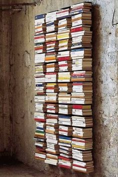 Creative DIY Bookshelves Ideas With Invisible Bookshelf Invisible Bookshelf, Creative Bookshelves, Bookshelf Ideas, Floating Bookshelves, Bookshelf Wall, Vertical Bookshelf, Floor To Ceiling Bookshelves, Wall Mounted Bookshelves, Bookshelf Inspiration
