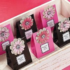 Idea to decorate candy bags with flower and gemstone