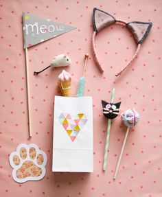 adorable kitty party with headbands, favor bags, decor. cute little yarn ball decorations, too. love this kitty party - more details in posts Party Animals, Animal Party, Cat Birthday, Animal Birthday, 2nd Birthday Parties, Birthday Ideas, Kitty Party, Fete Emma, Cat Themed Parties
