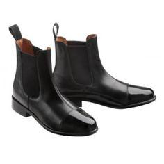 """De C.S.O. """"Fashion"""" boots springen eruit met hun originele retro look! Vaarslederen buitenkant en voorkant van gelakt leder met decoratieve, stiksels. Lange, elastische ruimte plooien, om de boots makkelijker aan te kunnen trekken. Voering van varkenssplitleder en verwijderbare tussenzool van Cambrelle®. Genaaide zool van antislip, neolite rubber."""