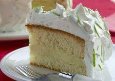 Bem leve, o bolo de limão e chocolate branco é uma excelente opção para quem não gosta de chocolate ao leite.