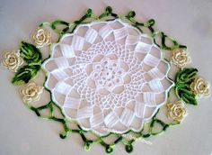Centro de mesa Primavera by Tecendo Artes, via Flickr Free Crochet Doily Patterns, Crochet Art, Crochet Home, Thread Crochet, Filet Crochet, Irish Crochet, Crochet Motif, Crochet Crafts, Crochet Doilies