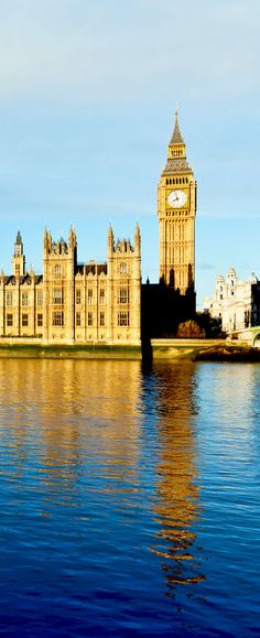 The Palace of Westminster with Elizabeth Tower viewed from across the River Thames   |   Amazing Photography Of Cities and Famous Landmarks From Around The World