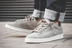 adidas Originals Stan Smith Trace Cargo - I dig the grey. Look a little like Campus' Sneaker Bar, Nike Wallpaper, Latest Sneakers, Adidas Gazelle, Moda Online, Grey Shoes, Adidas Stan Smith, Nike Men, The Originals