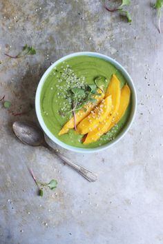 A green smoothie bowl? We think we've found the best healthy morning treat!