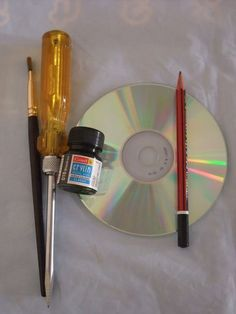 First it was vinyl records, then then cassette tapes, and then came CDs. It wasn't too long ago that we all thought CDs were the most advanced a music format could get. I remember listening to my portable CD player on the bus and thinking I was Art Cd, Cd Wall Art, Old Cd Crafts, Diy And Crafts, Recycled Cds, Cd Diy, Wind Chimes, Recycling, Diy Projects