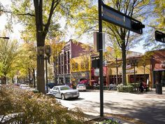 Main Street Greenville SC is one of USA Today 10Best's Prettiest Southern streets for a stroll! // yeahTHATgreenville