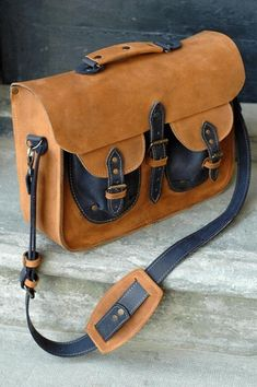 whisky leather messenger office bag ladybuq art design by ladybuq Couture Cuir, Sac Week End, How To Make Handbags, Natural Leather, Leather Craft, Leather Bags, Leather Working, School Bags, Bag Making