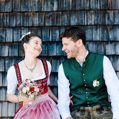 Hochzeitsfotograf Monika Schweighardt Photography | Brautpaarshooting am Spitzingsee - glückliches Brautpaar