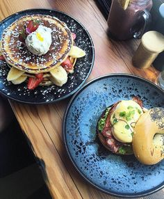Hot Cakes and the Bikini Blowout Benedict - A standard fare at Las Chicas. Which would you choose sweet or savoury? | @justfoodiestuff by laschicascafe