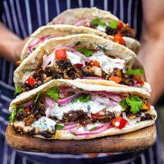 Kebab Recipes, Pork Recipes, Pork Meals, Easy Recipes, Slow Roast Pork, Chicken Gyros, Mob Kitchen, Turkish Doner, Backgrounds