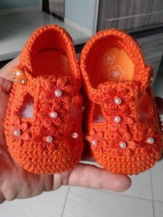 crochet baby boots I am really very kids loving person. It feels as if I have got a strange obsession and association with the babies. Their tiny little accessories really attract an Crochet Baby Boots, Booties Crochet, Baby Girl Crochet, Crochet Baby Clothes, Crochet Shoes, Crochet Slippers, Love Crochet, Baby Booties, Knit Crochet