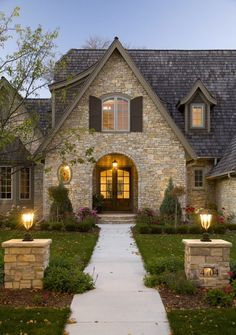 Stone House :) Traditional Exterior Design, Pictures, Remodel, Decor and Ideas - page 5 - Houses interior designs Future House, My House, Cottage House, Cottage Style, Cottage Design, Cozy Cottage, Tudor House, House Front, Exterior Tradicional