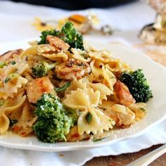 Broccoli and Chicken Farfalle a quick and easy delicious pasta dish, just perfect for busy days! #realfood #fbcigers #instagood #instayum #instagood #healthyfood #homemade #foodie #feedfeed #barilla #pasta #huffpostetaste