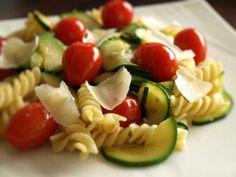Pâtes courgette tomate et ricotta
