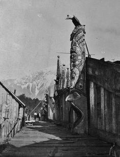 Nuxalk men in the village of Kimsquit in British Columbia - 1897