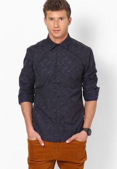Be a fashionista, by wearing this blue coloured club wear shirt for men from the house of Indigo Nation.