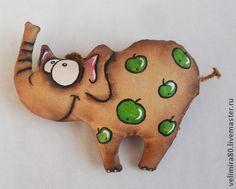 Слон в яблоках. - коричневый,кофейный,игрушка,игрушка ручной работы,текстильная игрушка Doll Toys, Pet Toys, Fabric Doll Pattern, Animal Sewing Patterns, Fabric Toys, Doll Painting, Sewing Dolls, Clay Animals, Stuffed Toys Patterns