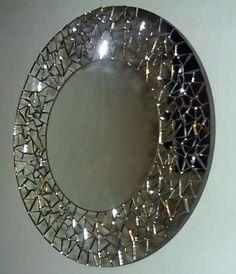 Espejo 45 cm. diámetro con mosaico en espejos. Mosaic Wall Art, Mirror Mosaic, Mosaic Diy, Round Wall Mirror, Mirror Art, Diy Mirror, Mosaic Glass, Glass Art, Mirrors